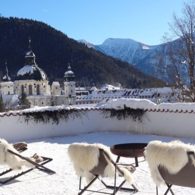 Cloître d'Ettal vu de la terrasse de l'hôtel Blaue Gams