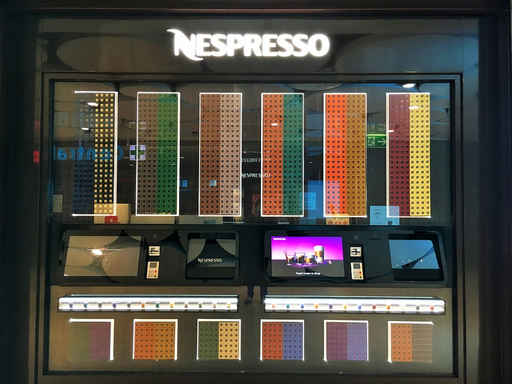 nespresso cube le distributeur de capsules 24 24h vivre munich. Black Bedroom Furniture Sets. Home Design Ideas