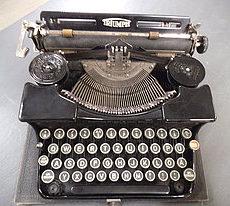 Machine à écrire mise à prix à la Halle 2