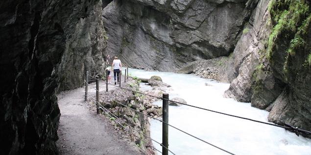 pont suspendu dans les gorges de Partnachklamm