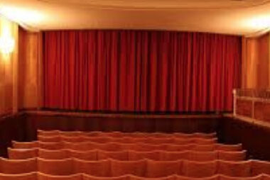 Le Theatiner Film