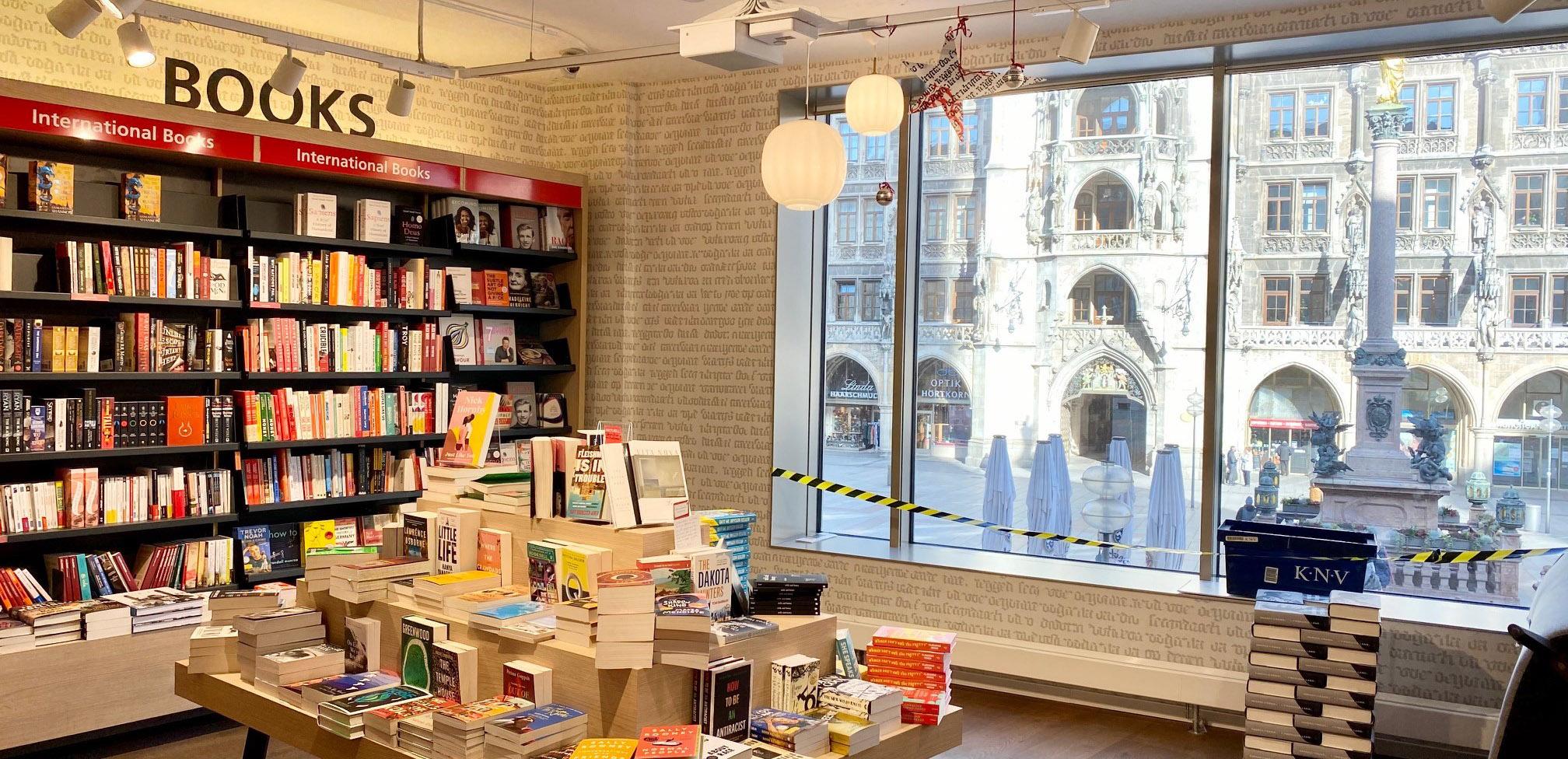 Vitrine intérieure de la librairie Hugendubel de Marienplatz à Munich