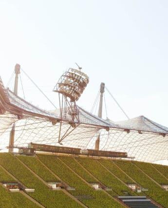 Stade olympique de Munich par Viktoria M. on Unsplash